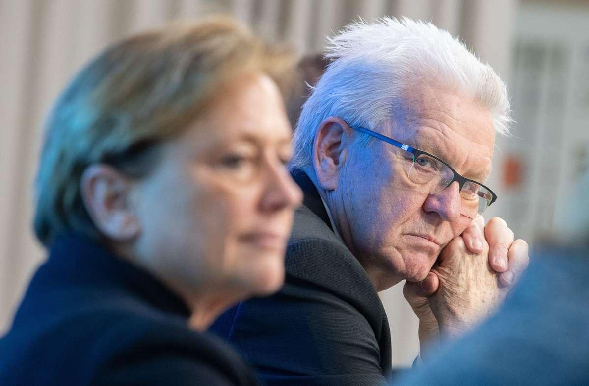 Susanne Eisenmann und Winfried Kretschmann haben am Dienstagabend bei einem Rededuell teilgenommen. (Archivbild) Foto: dpa/Sebastian Gollnow