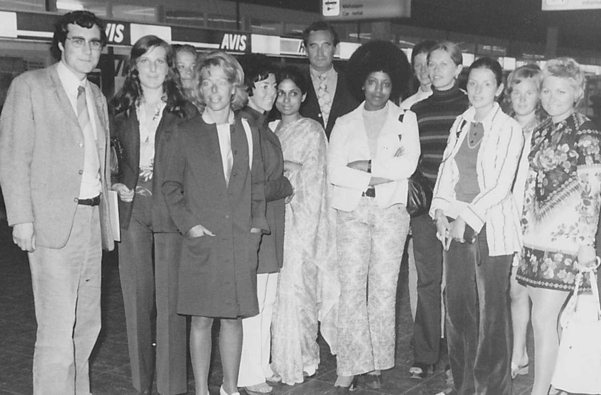 Hans-Werner Carlhoff (links) mit Hostessen bei der Abholung der Ehrengäste auf dem Münchner Flughafen. Foto: privat
