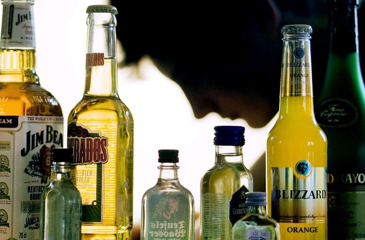 Alkoholvergiftungen können die Organe schädigen und sogar tödlich enden: Forscher haben nun in einer Studie eine neue Behandlungsmethode ausprobiert. (Symbolfoto) Foto: dpa-Zentralbild/Jens Büttner