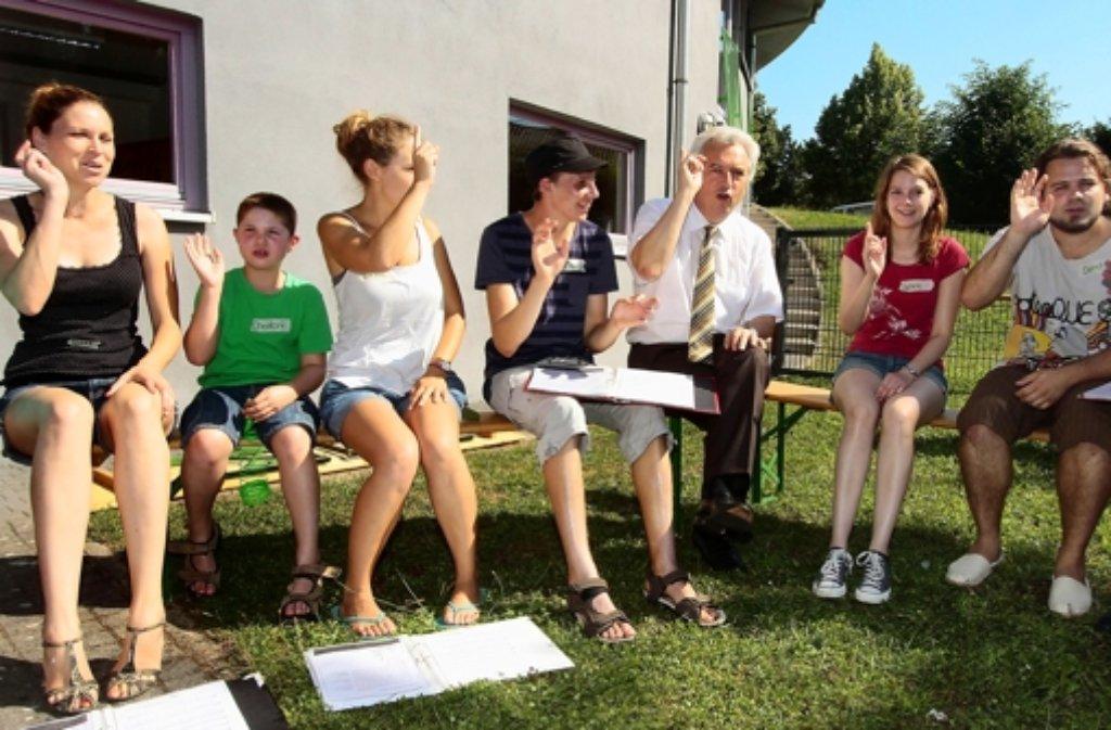 Viel Spaß hatten die Kinder beim Singen mit OB Schuler. Foto: factum/Bach