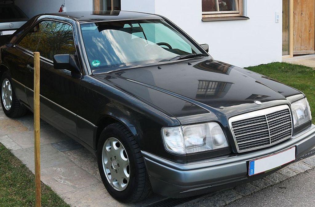 Oliver Kahns altes Auto, ein Mercedes E200 Coupé, wird gerade auf eBay versteigert. Foto: Peter Atkins