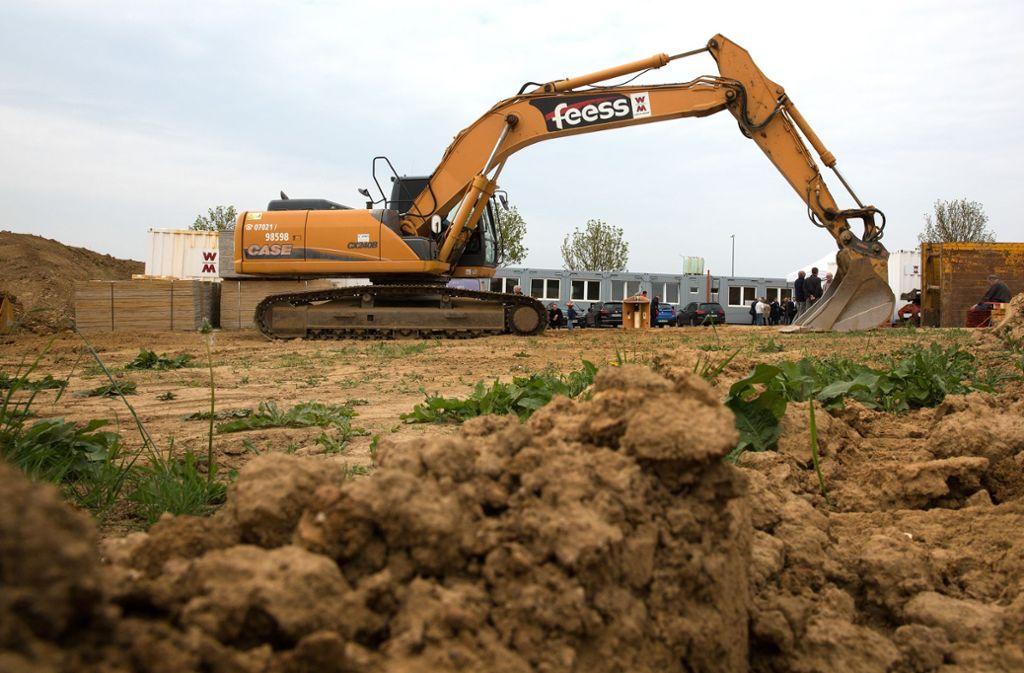 Im Mai ist der erste Baggerbiss für den Neubau der Albert-Schäffle-Schule in Nürtingen erfolgt, bald ist Richtfest. Der Schulbau ist ein Teil des ehrgeizigen Investitionsprogramms des Landkreises Esslingen. Foto: Ines Rudel