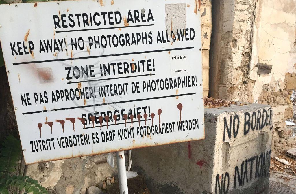 An der Grenze zwischen den beiden Teilen Zypern wird deutlich, wie tief die Gräben noch heute sind. Foto: dpa