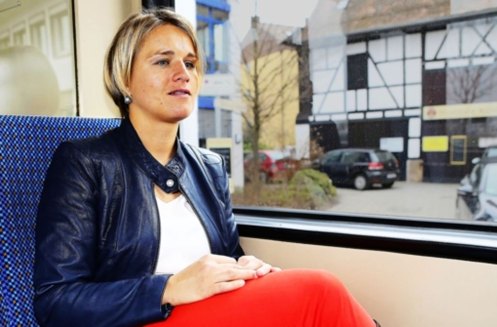 erena Bentele spricht in der Zahnradbahn über die Bilder in ihrem Kopf.   erena Bentele spricht in der Zahnradbahn über die Bilder in ihrem Kopf.  Verena Bentele spricht in der Zahnradbahn über die Bilder in ihrem Kopf. Foto: Baumann