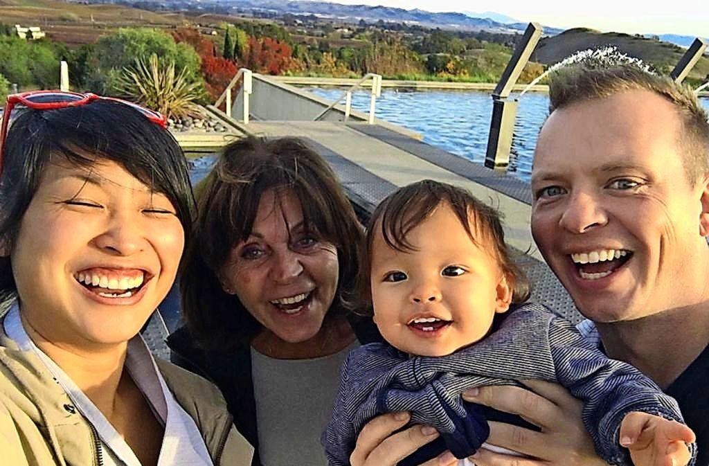 Die Filderstädterin Ruth Hönig (2. von links) mit ihrer Au-pair-Familie. In den drei Monaten in San Francisco blieb auch Zeit für eine Fahrt mit dem Cable Car... Foto: privat