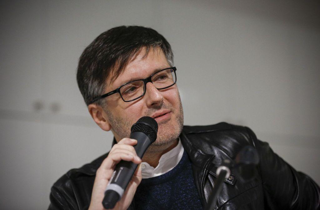 Kolumnist Tomo Pavlovic bei der letztjährigen Stuttgart-Nacht im Innenstadtbüro unserer Zeitung. Foto: Lichtgut/Leif Piechowski