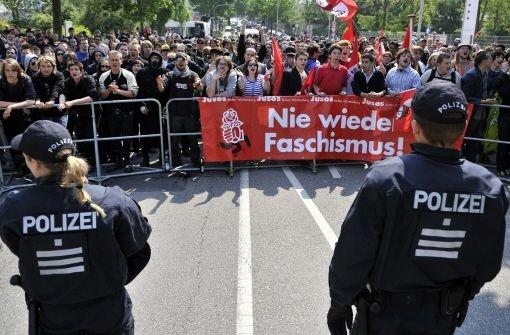 Rund 5000 Heilbronner haben sich am Sonntag friedlich gegen eine Kundgebung von Neonazis zur Wehr gesetzt. Foto: dpa
