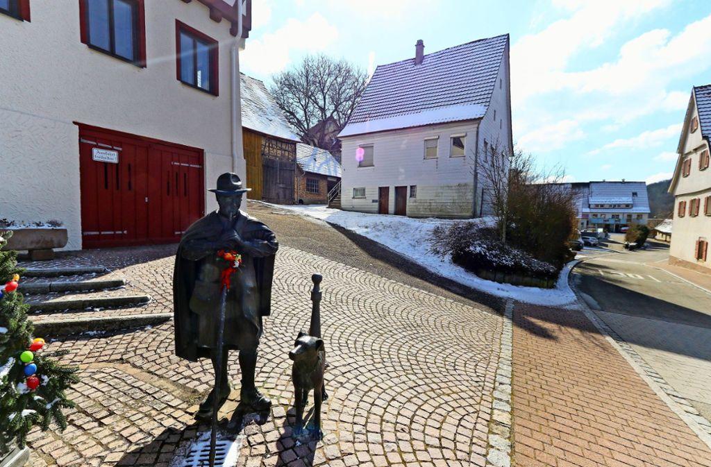 Neben dem Rathaus (links) sollen neue Gebäude entstehen. Foto: factum/Archiv