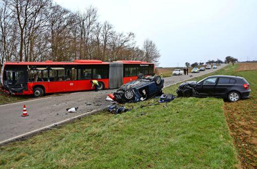 Mann stirbt bei Kollision mit  Bus