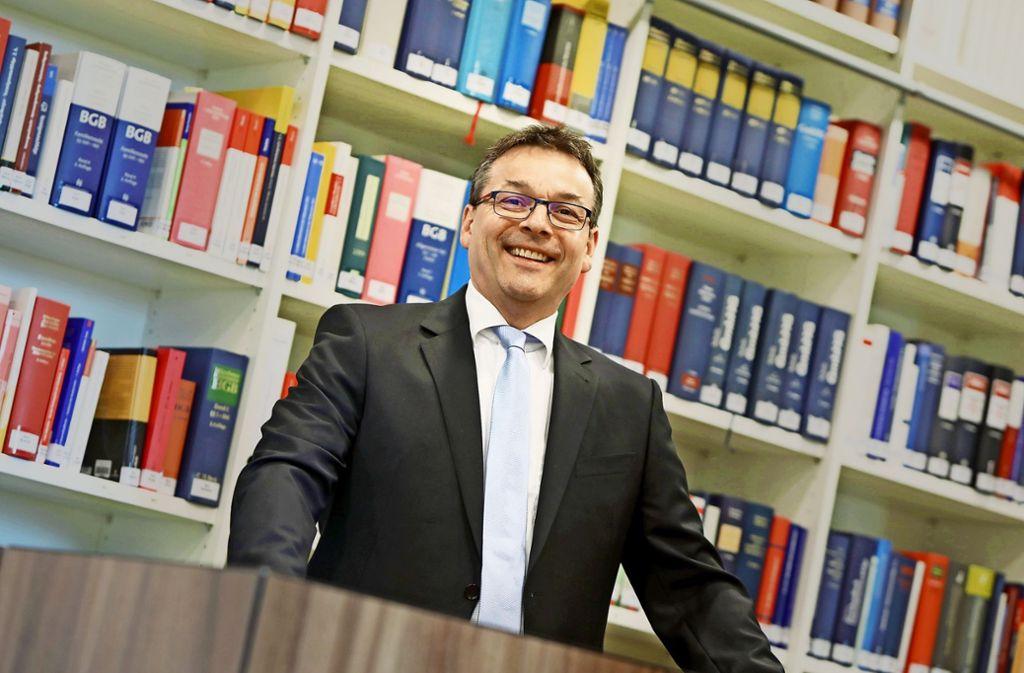 Der Anwalt Ralph Sauer ist der Meinung, dass die Verbraucher nicht die Leidtragenden sein dürfen. Foto: Christoph Breithaupt