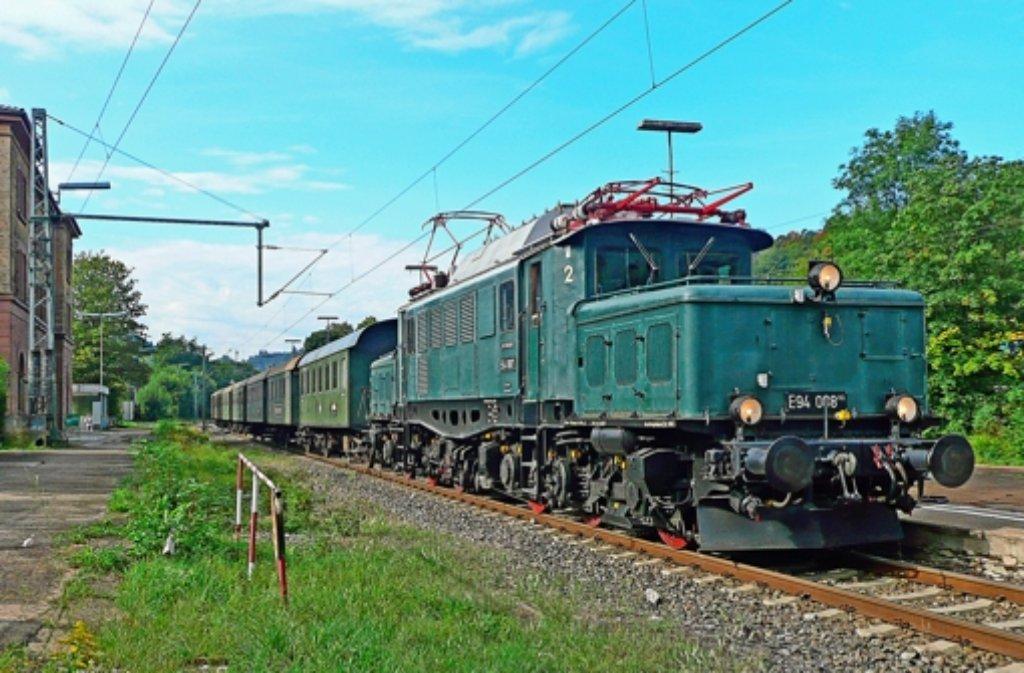 """Die bekannte Elektrolok """"Deutsches Krokodil"""" macht Station in der Region. Foto: GES"""
