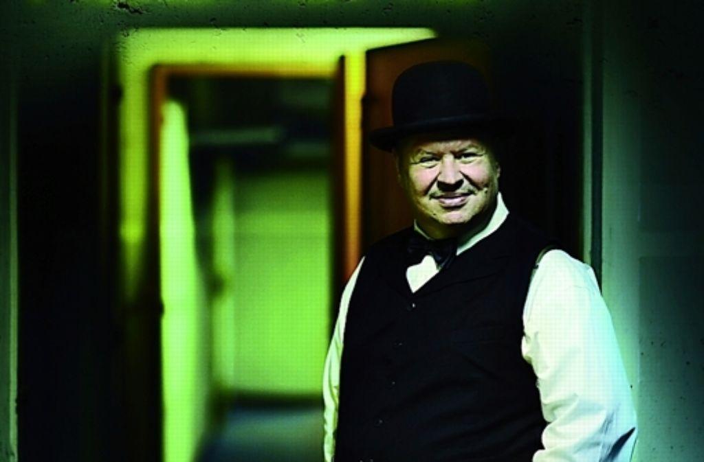 """Das Stück """"Grand Hotel Abgrund spielt in der Haltestelle Rotebühlplatz. Foto: Wahl"""
