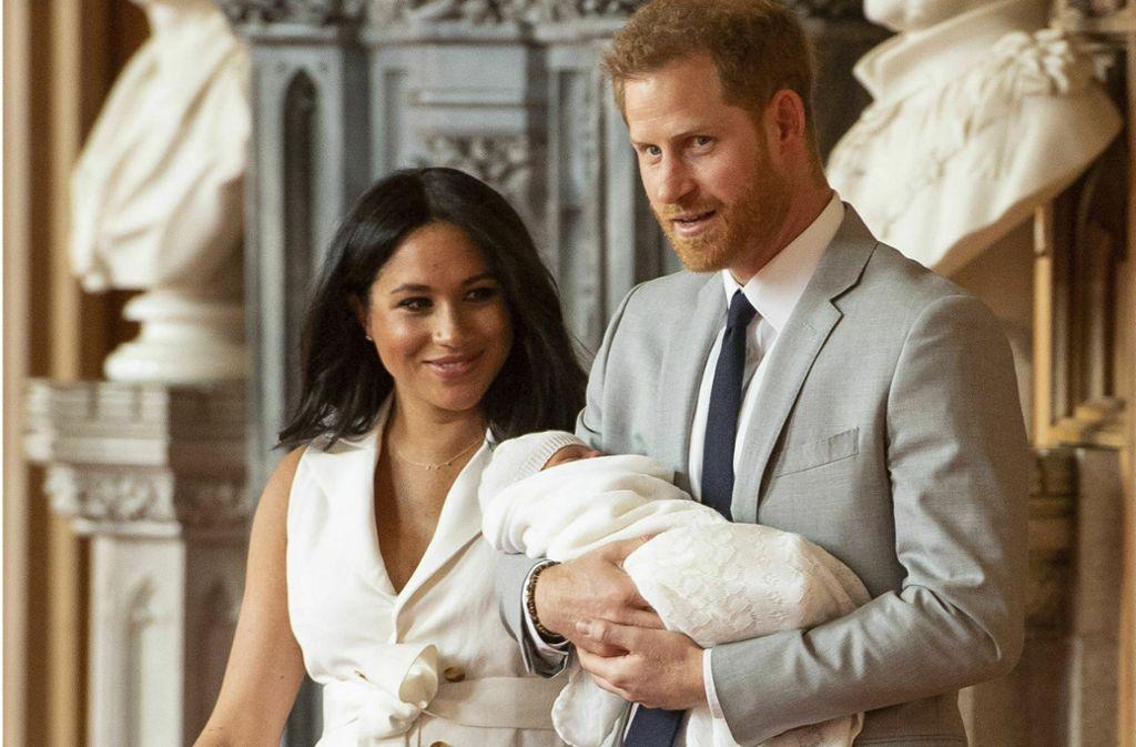 Zwei Tage ließen sich Harry und Meghan Zeit, erst dann zeigten sie ihr Baby der Öffentlichkeit. Foto: AP