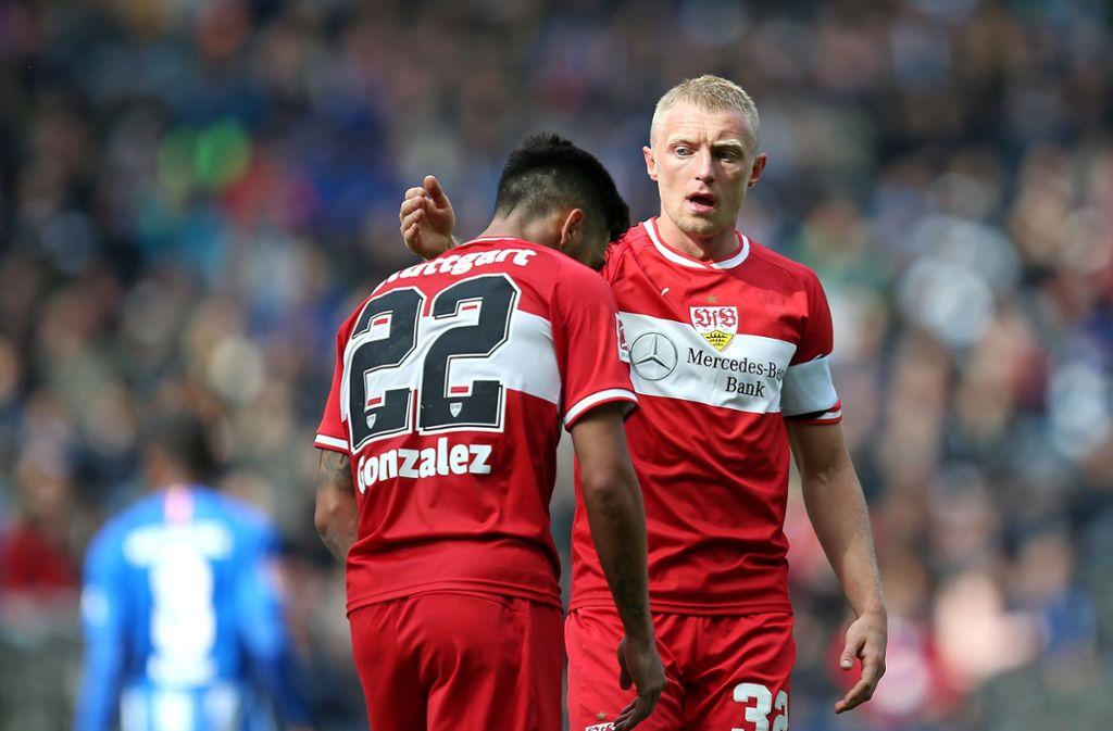 Nicolas Gonzalez (links) und Andreas Beck vom VfB Stuttgart. Unsere Redaktion hat die Leistung der Spieler gegen Hertha BSC wie folgt bewertet Foto: Pressefoto Baumann
