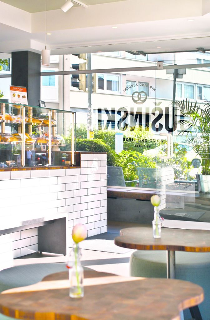 Nachbarschaftscafé statt Filialbäckerei: Café Jušinksi (Sarah Maier Freie Architektin) Foto: Marc Adam / TASK Design Studio