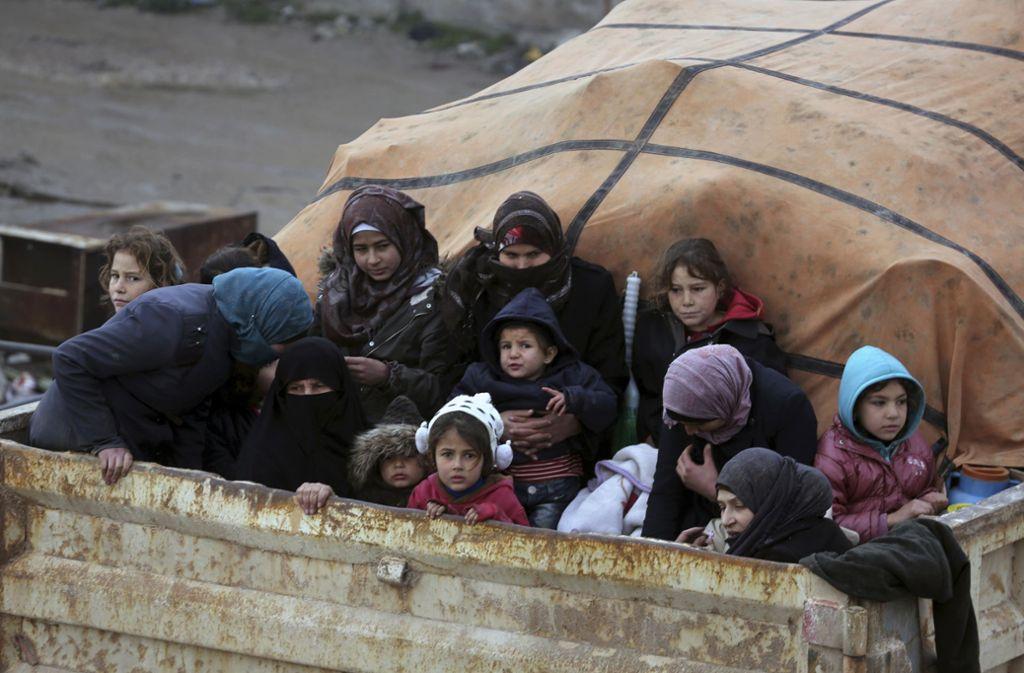 Syrer in der Provinz Idlib auf der Flucht vor den vorrückenden Regierungstruppen. Foto: AP/Ghaith Alsayed