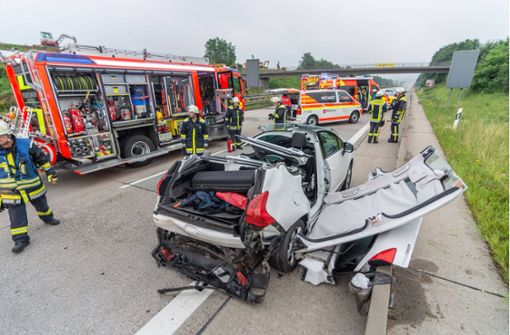 Fünf Verletzte bei Unfall auf der A 8