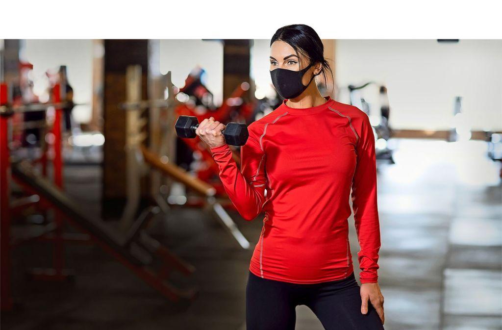 Von Anfang Juni an dürfen die Muskeln wieder im Studio gestählt werden, und dann sogar ohne Maske. Foto: Adobe Stock/zamuruev