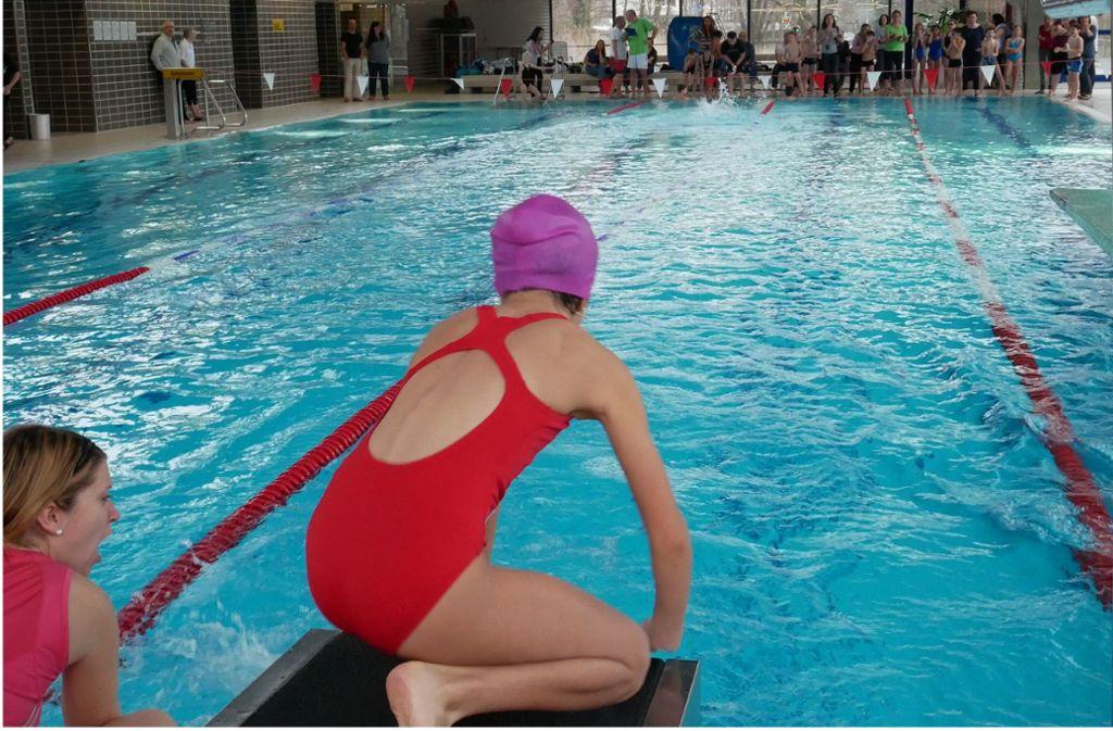 Wer darf wann ins Wasser? Schwimmmöglichkeiten sind in Stuttgart manchmal  rar. Foto:
