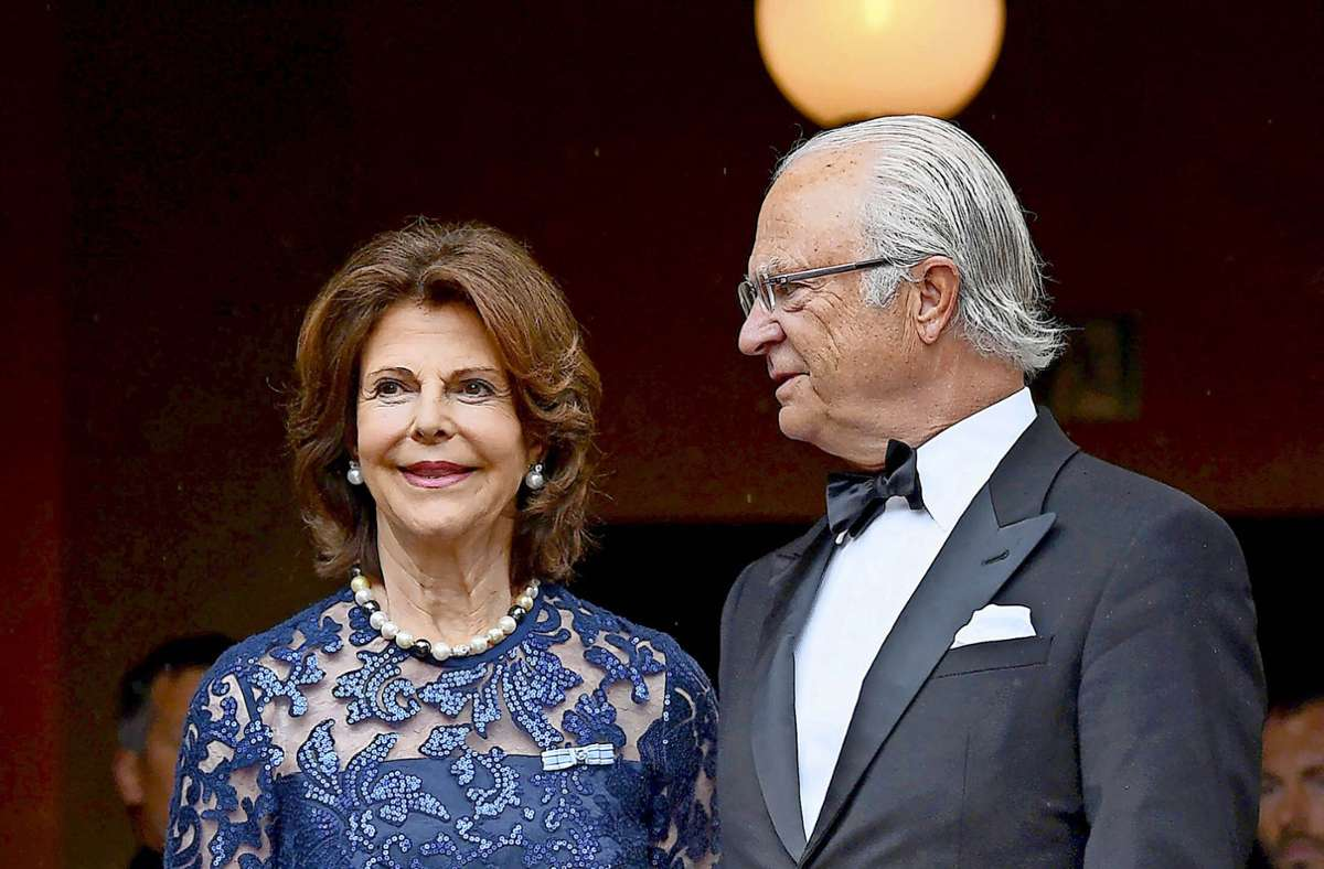 Das schwedische Königspaar: König Carl Gustaf, der seinen 75. Geburtstag feiert, verdankt seiner bürgerlichen Gattin Silvia vermutlich seinen Thron. Foto: dpa/Tobias Hase