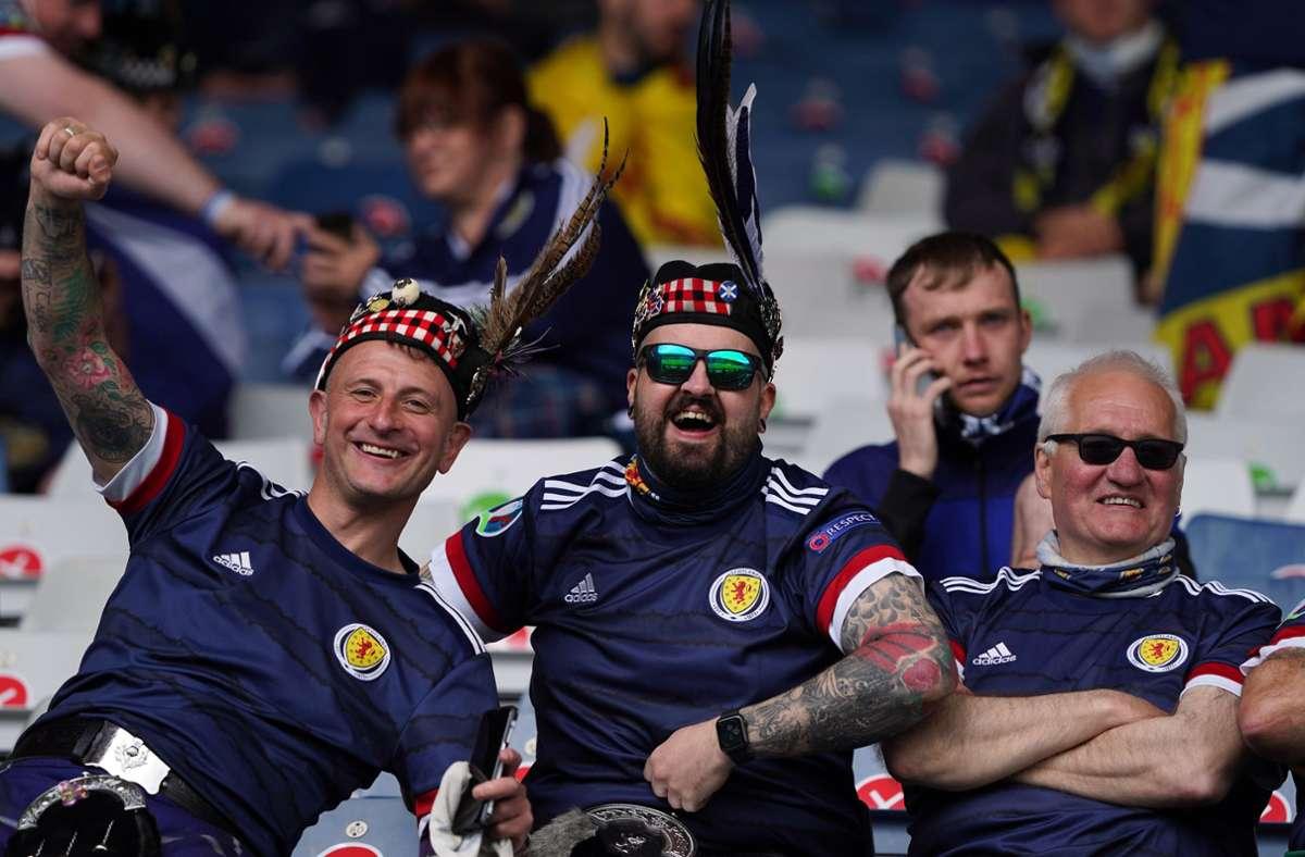 Die schottischen Fans freuen sich auf das Spiel gegen Kroatien bei der EM 2021. Foto: dpa/Andrew Milligan