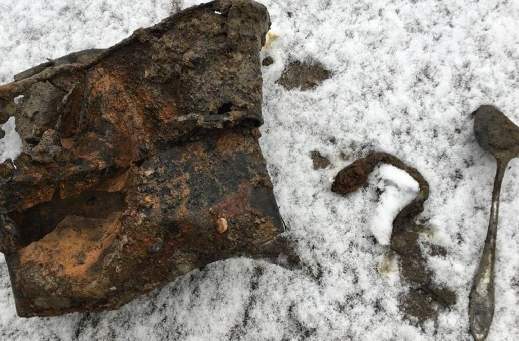 Von wegen Bombe: harmlose Metallteile im Schnee Foto: Stadt Ludwigsburg