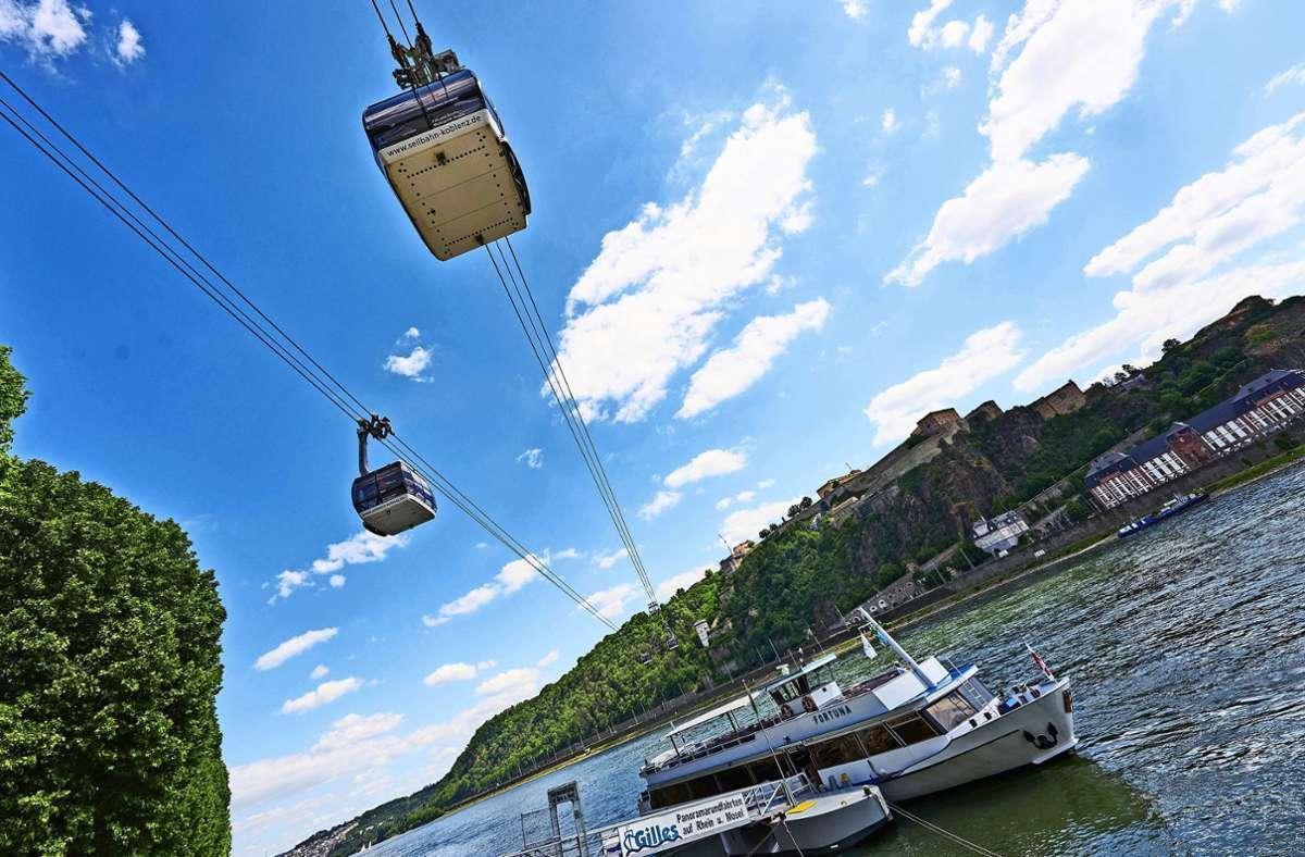 Vielleicht schweben – wie hier seit einigen Jahren in Koblenz (Foto) – bei der Internationalen Bauausstellung 2027 Seilbahngondeln über Stuttgart-Vaihingen. Foto: dpa/Thomas Frey