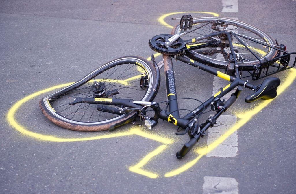 Bei einem Unfall erlitt eine 19-jährige Radfahrerin schwere Verletzungen. Foto: dpa (Symbolbild)