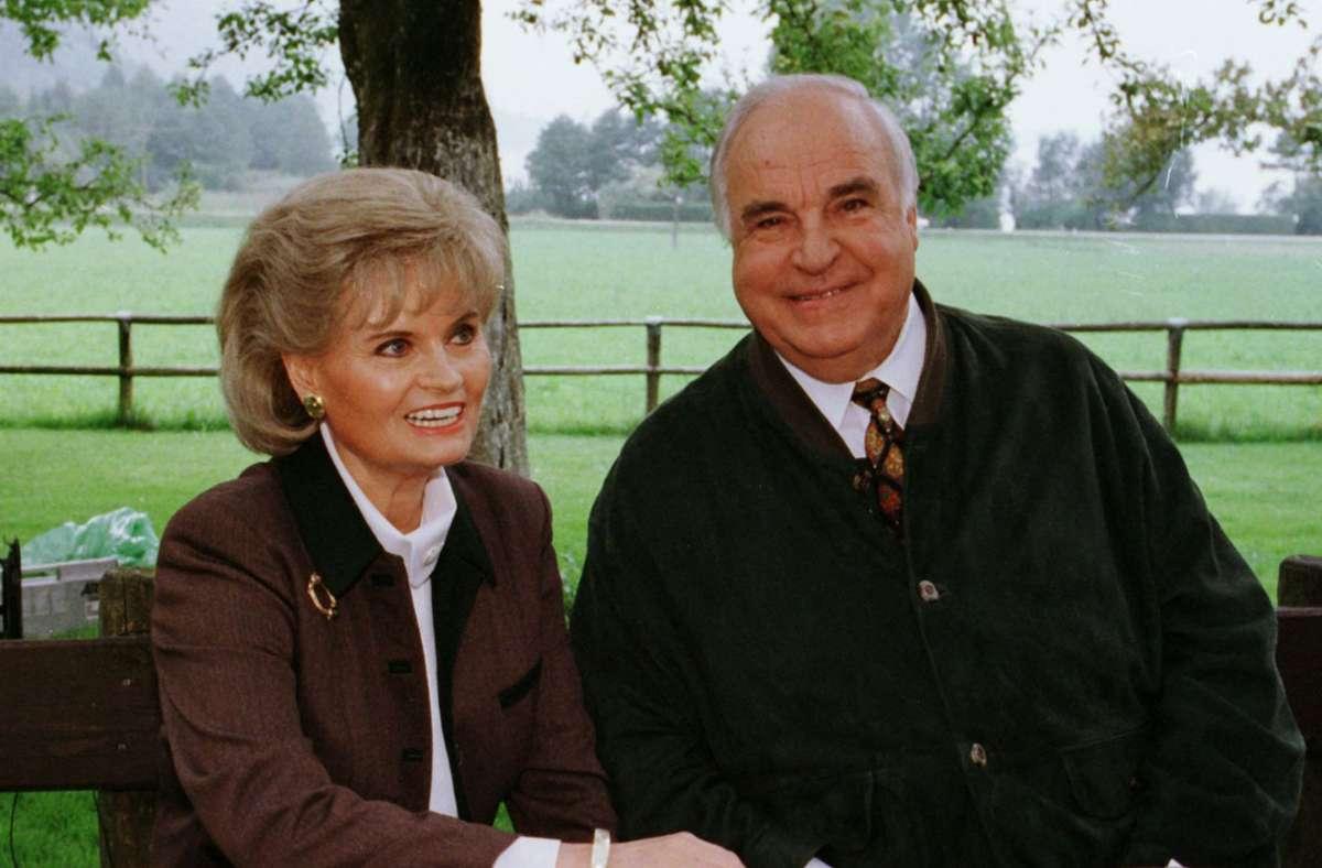Hannlore Kohl (hier ein Bild von 1998 mit Helmut Kohl) nahm sich Zeit für unsere Redakteurin. Foto: dpa/Stephan Jansen