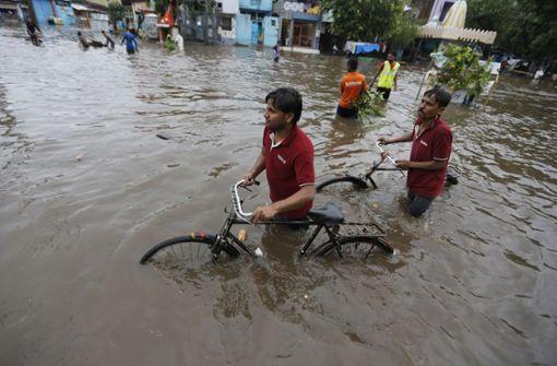 Mehr als 320 Tote bei Überschwemmungen