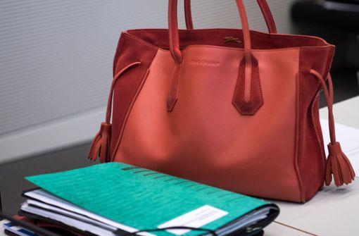 Handtaschenschlag vor Gericht