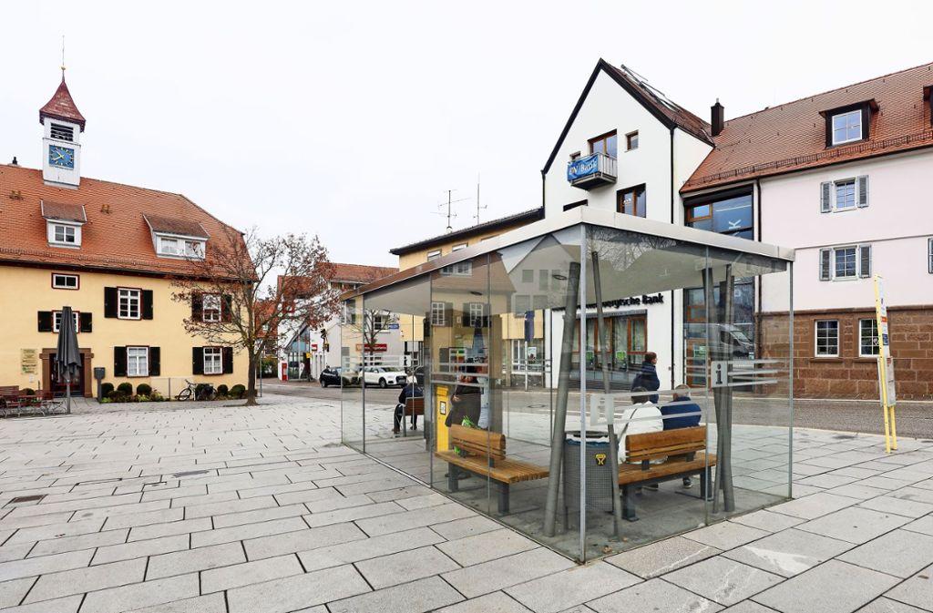 Schade eigentlich: Das Buswartehäuschen am Rathausplatz wird nicht als Kunstort kopiert. Foto: factum/Simon Granville