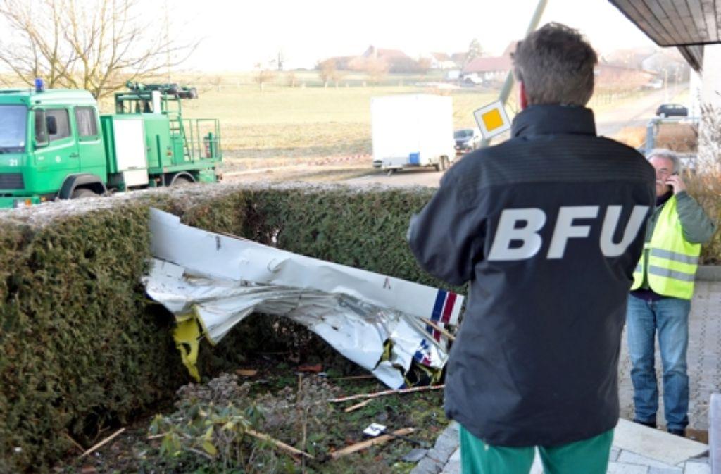 Fachleute sind am Sonntag auch an der Absturzstelle in Rechberghausen gewesen. Foto: dpa