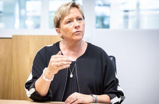 Susanne Eisenmann will sich späte Sommerferien nicht nehmen lassen