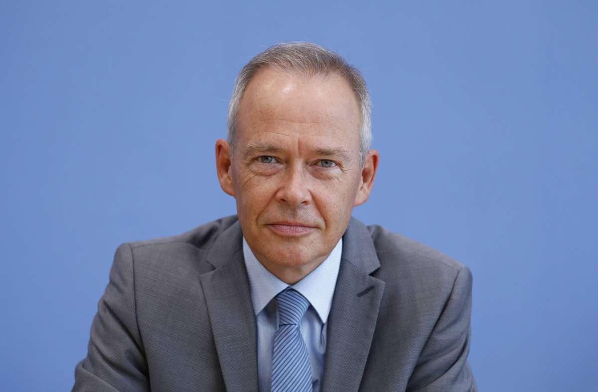 Stefan Brink hat die Ermittlungen gegen den VfB Stuttgart abgeschlossen. Foto: imago images/Metodi Popow