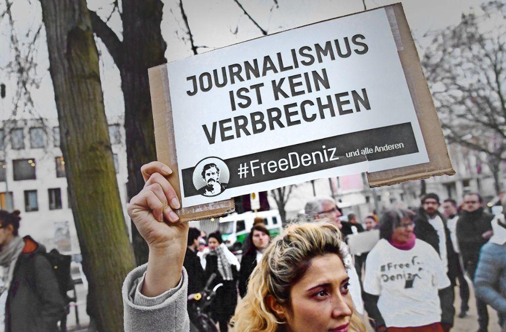 Immer wieder ist für die Freilassung Deniz Yücels demonstriert worden. Foto: AFP