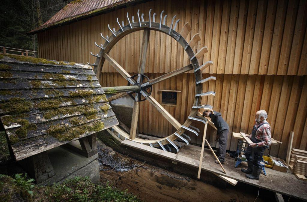 Die Hummelgautsche, eine der schönsten Wassermühlen der Region, erhält ein neues Mühlrad. Foto: Gottfried Stoppel