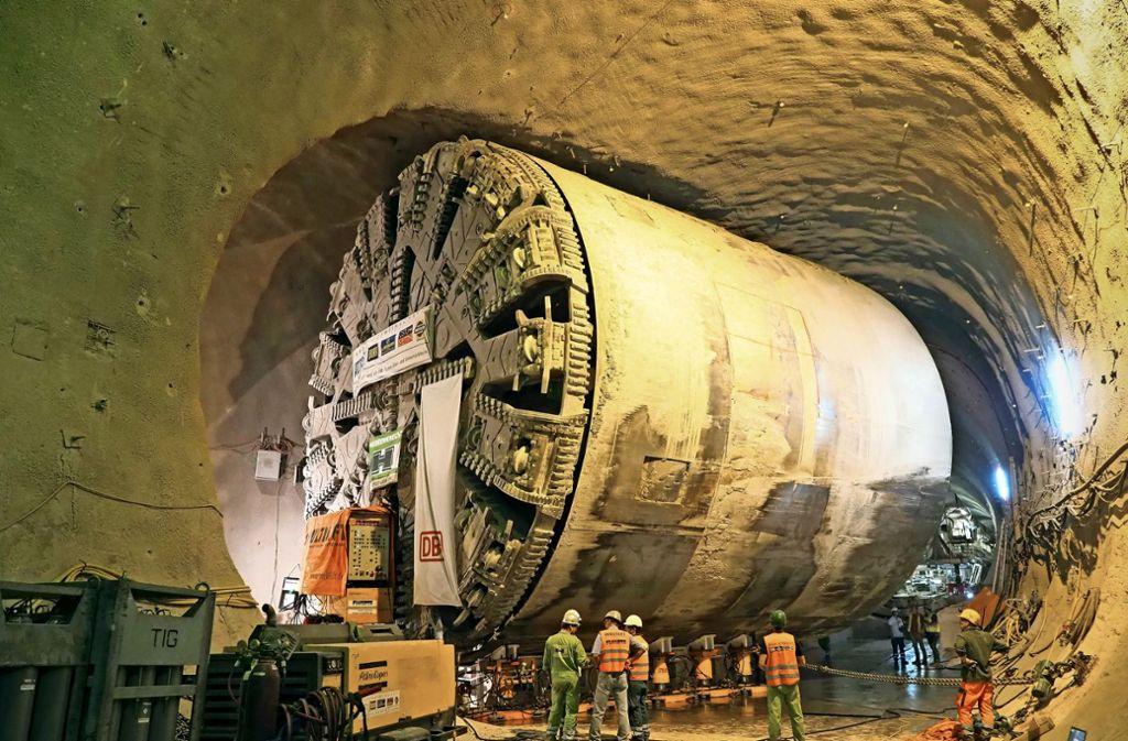 Der Bohrkopf der Maschine, mit deren Hilfe der Fildertunnel für S21 gebaut wird, auf dem Weg in die Nachbarröhre. Foto: DB PSU