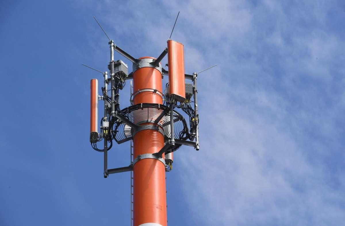Ein neuer  Mast soll die Netzqualität im Asemwald verbessern. Foto: dpa/Stefan Sauer