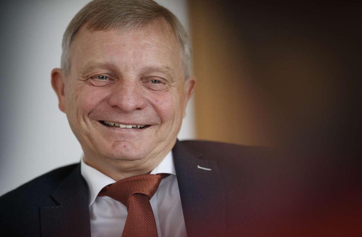 Der Erste Bürgermeister von Backnang, Siegfried Janocha, managt zurzeit die Verwaltung der Murrstadt, weil sein Chef im Wahlkampf ist. Foto: Gottfried Stoppel