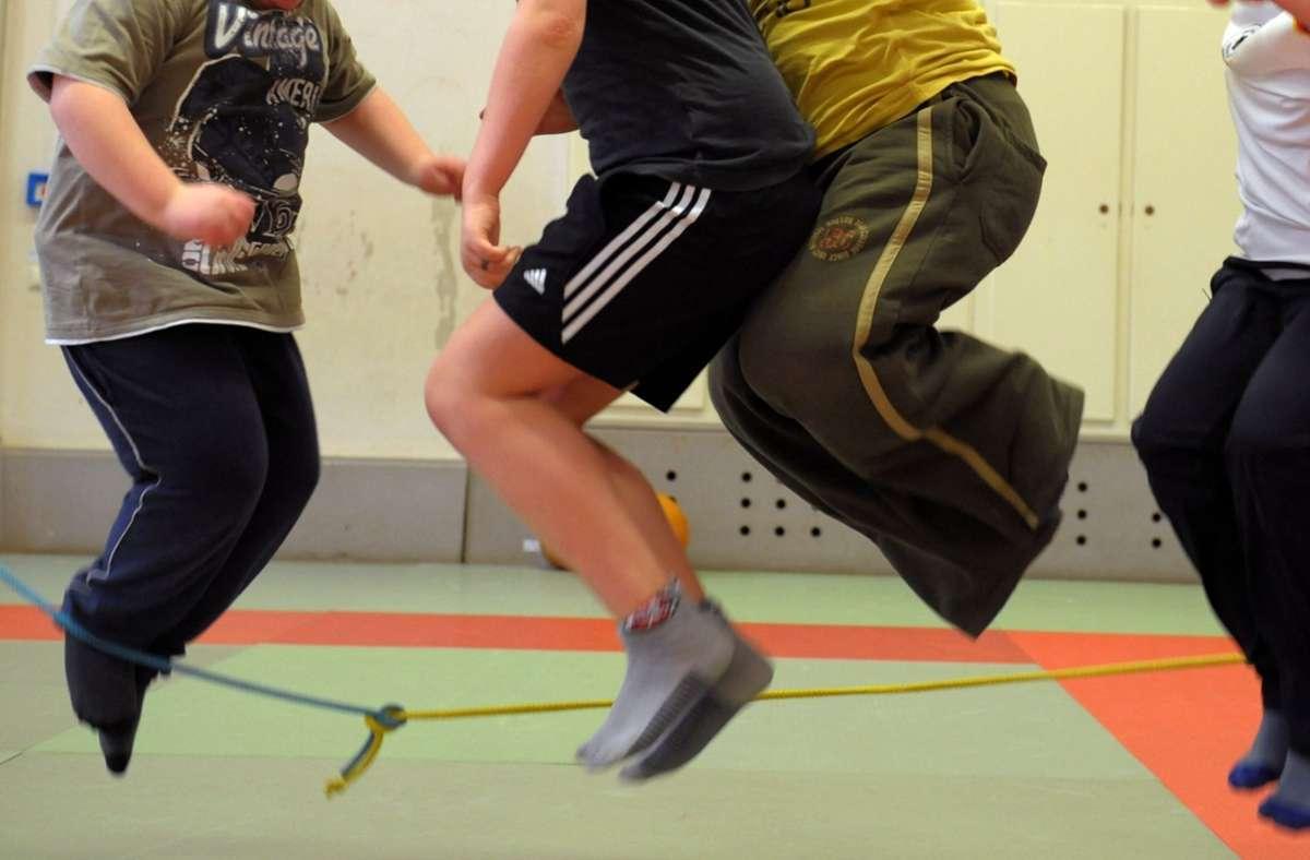 Die Pandemie beeinträchtigt Kinder und Jugendliche auch körperlich (Symbolfoto). Foto: dpa/Waltraud Grubitzsch