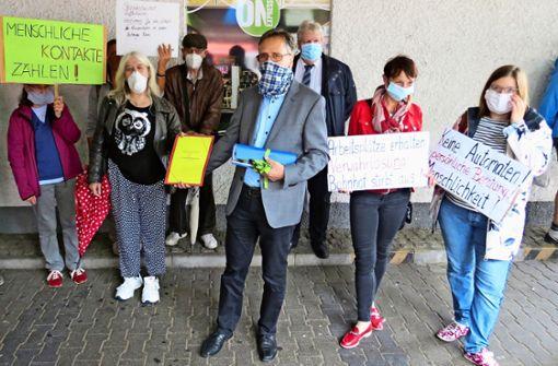Unterschriften gegen  Video-Reisezentrum