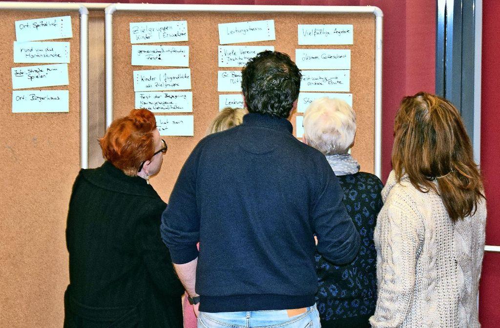 Die Teilnehmer des Forums bewerteten die auf Karten gesammelten Ideen mit Punkten. Foto: Alexandra Kratz