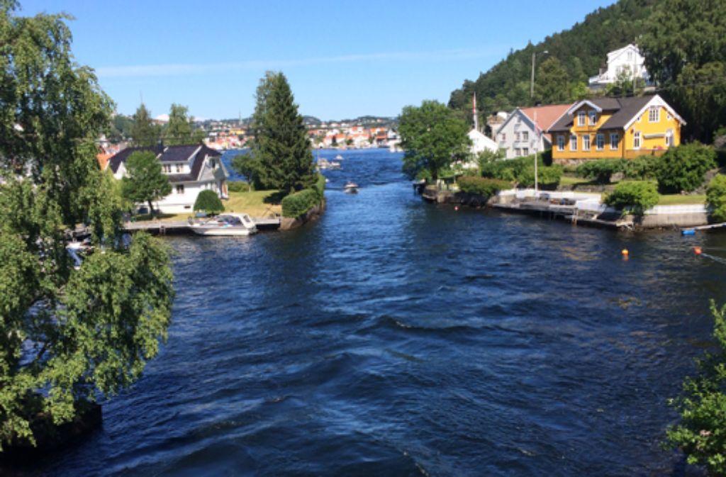 Woche 1: Nachdem Deutschland und Dänemark überquert sind grüßen nun Norwegens idyllische Holzhäuschen am Wasser. Foto: Stephan Kühne