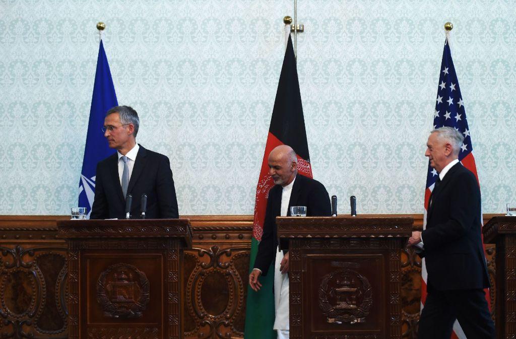 Nato-Chef Jens Stoltenberg, Afghanistans Präsident Ashraf Ghani und US-Außenminister James Mattis. Foto: AFP
