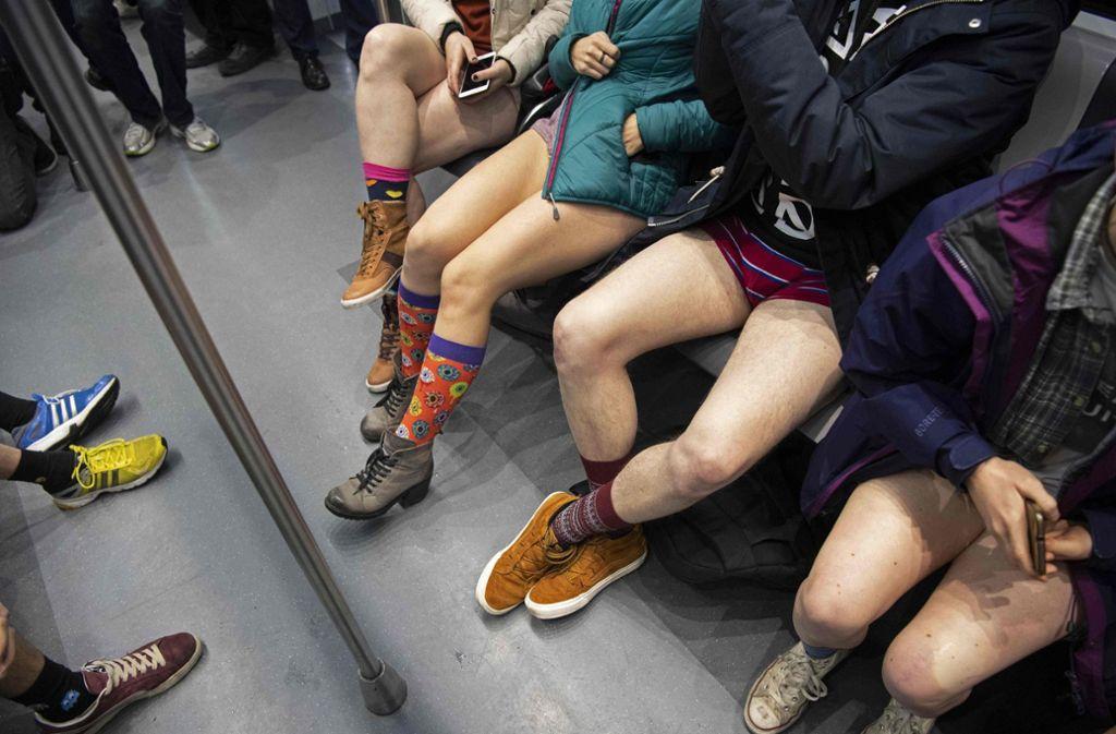 Keine politische Botschaft, einfach nur Spaß: In London und Berlin sind Hunderte Fahrgäste ohne Hose in der U-Bahn gefahren. Foto: AFP