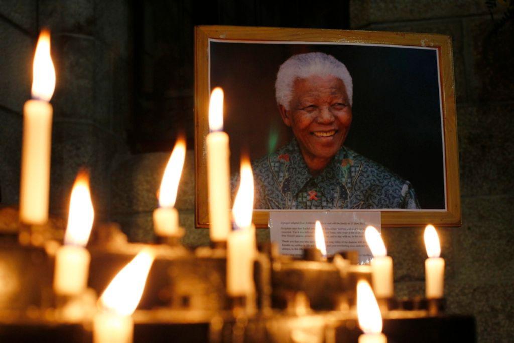 Der südafrikanische Nationalheld und Friedensnobelpreisträger Nelson Mandela hat sich als Staatsmann und Vermittler in Konflikten weltweit Wertschätzung erworben. Foto: dpa