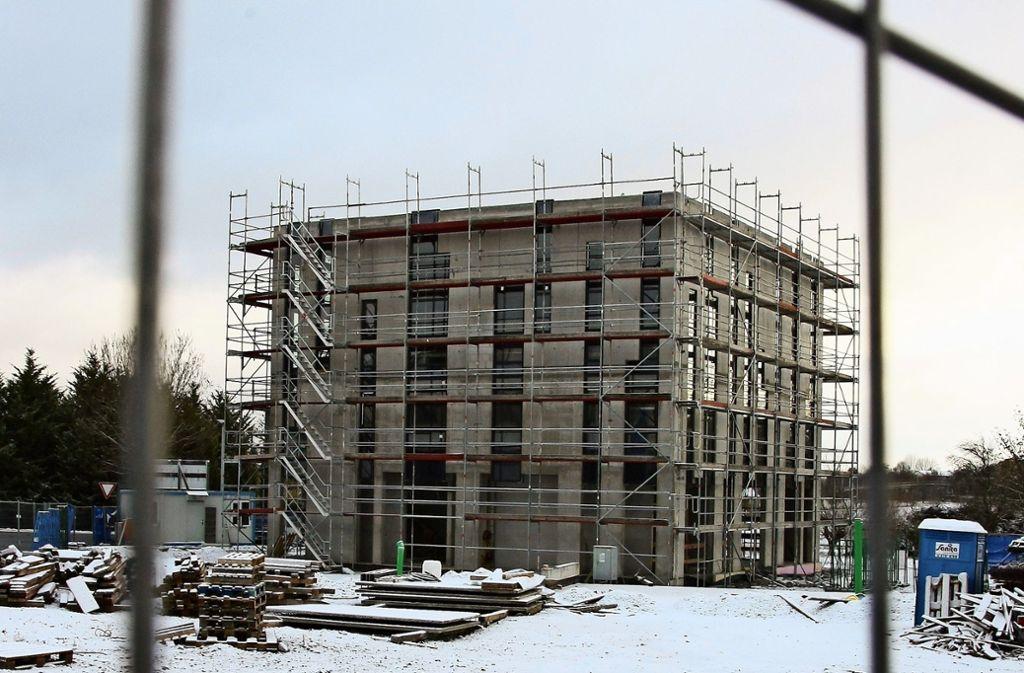Der Rohbau des Oberaichener Gebetshauses steht, die Fenster sind eingebaut. Foto: N. Kanter