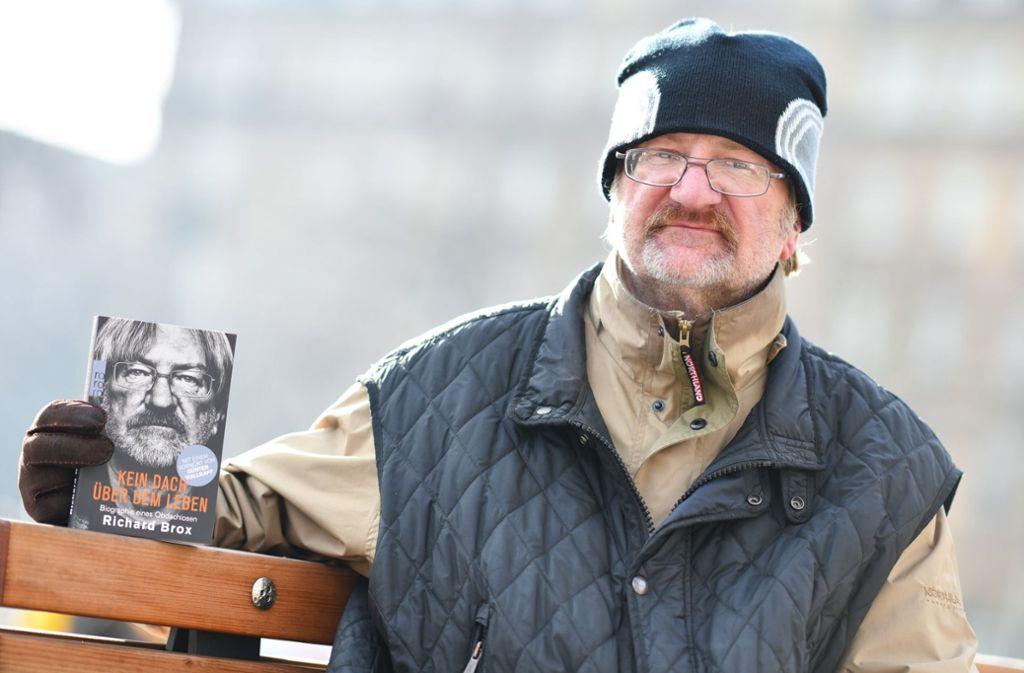 Seit 30 Jahren lebt Richard Brox auf der Straße - jetzt hat er ein Buch darüber geschrieben. Foto: dpa