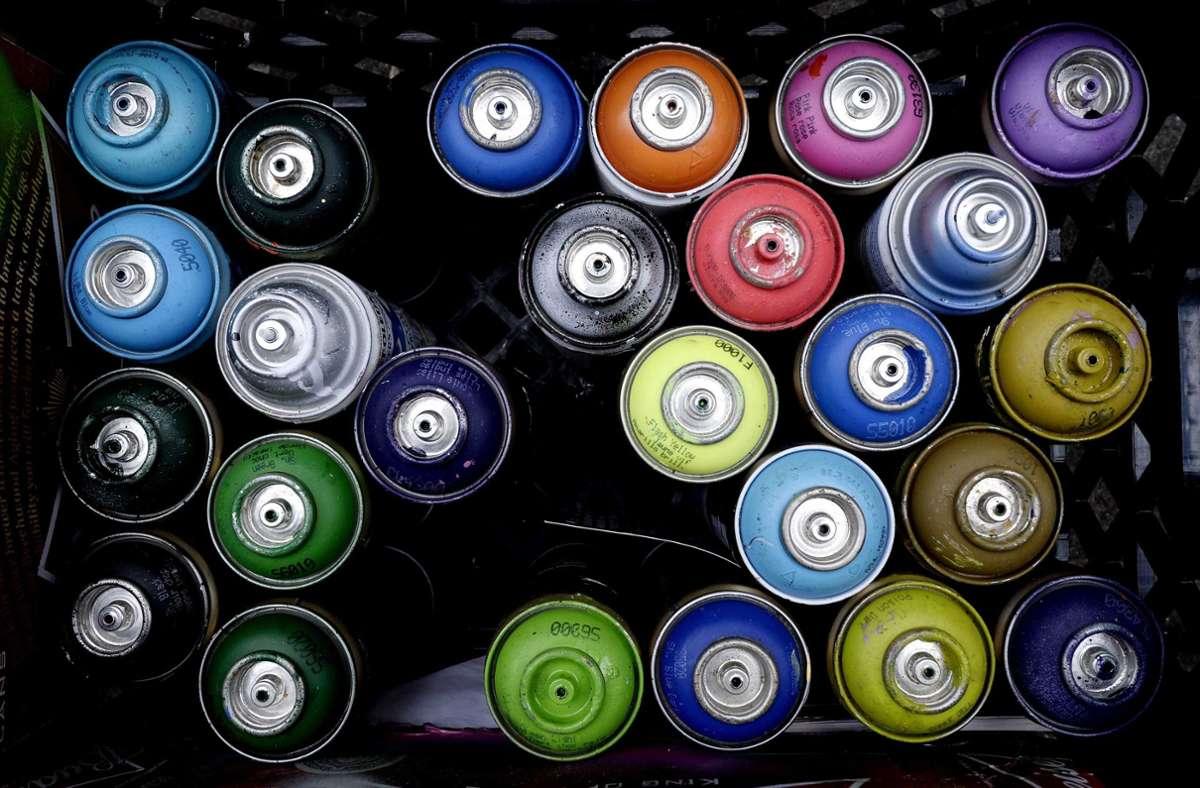 Bei dem 17-Jährigen wurden diverse Sprayer-Utensilien gefunden (Symbolfoto). Foto: picture alliance / dpa/Justin Lane